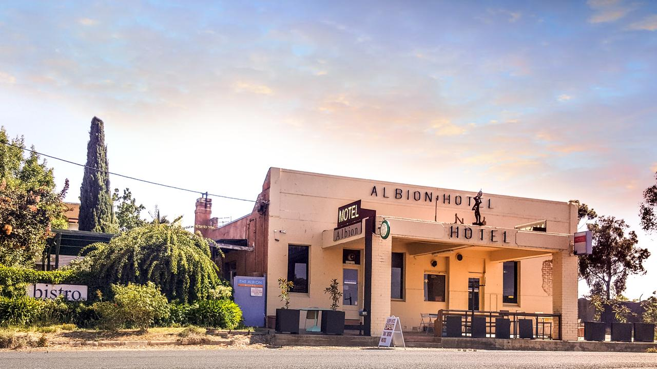 Albion Hotel and Motel Castlemaine - St Kilda Accommodation