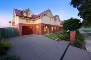 Albury Suites - Schubach Street - St Kilda Accommodation